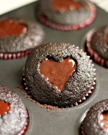 Cupcakes filled with chocolate icing - perfect for Mum's that have a sweet tooth.